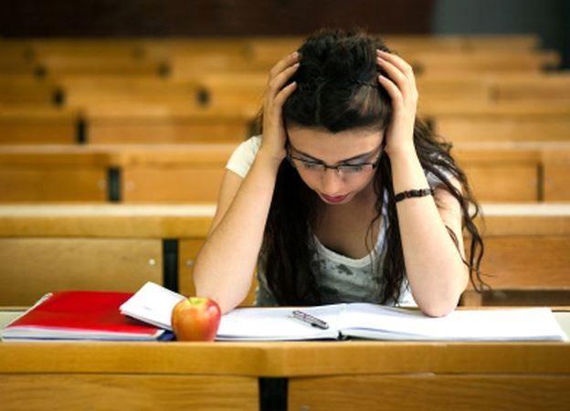 652x450_120419-cum-iti-ajuti-adolescentul-sa-faca-fata-anxietatii-provocate-de-examene